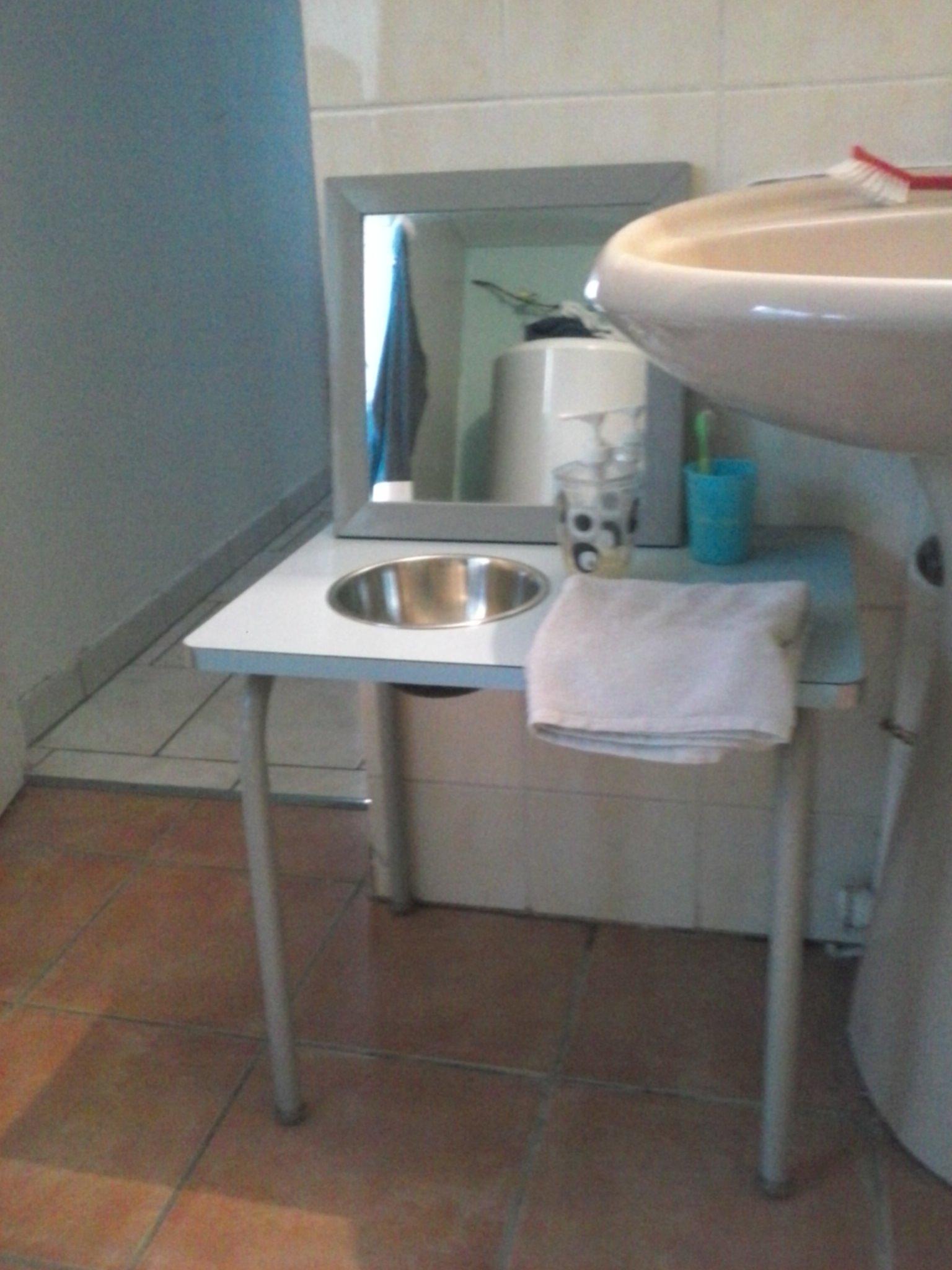 un espace pour eux dans la salle de bain. Black Bedroom Furniture Sets. Home Design Ideas