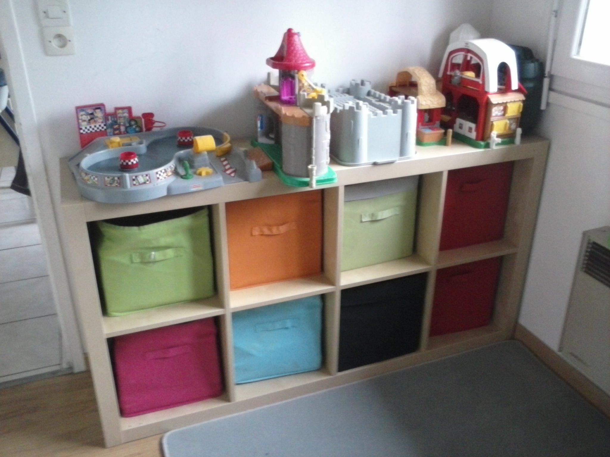 salle de jeux jouets disposition. Black Bedroom Furniture Sets. Home Design Ideas